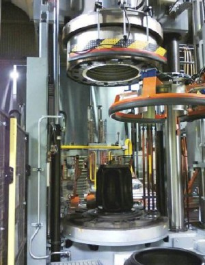 Sistema automatizzato di pulizia stampi con ghiaccio secco in pressa