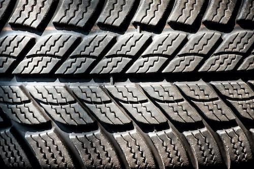 Conseil, essais et formation sur le nettoyage et l'entretien des moules des pneus